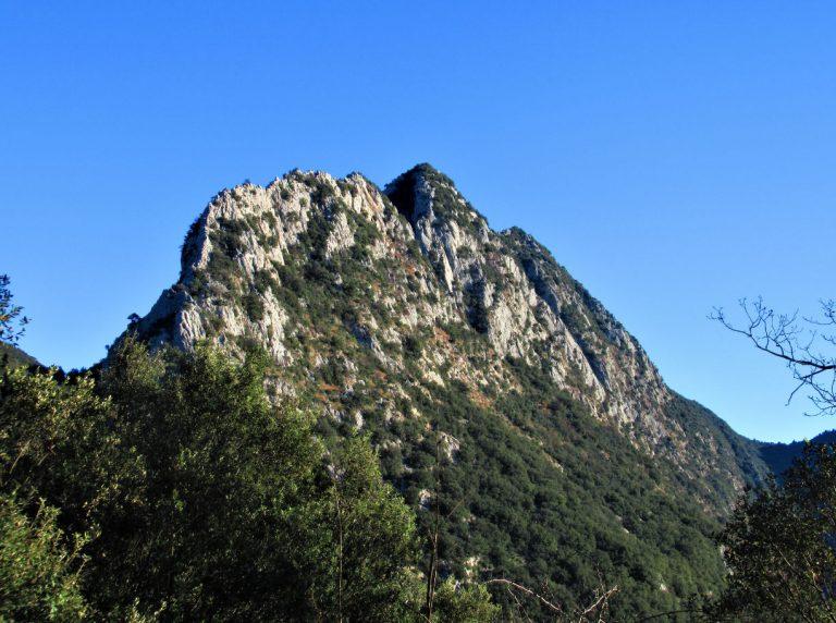 Oix, Pont de Pedra, Camí de les Romegueres, Bac del Peirer, Castell d'Oix
