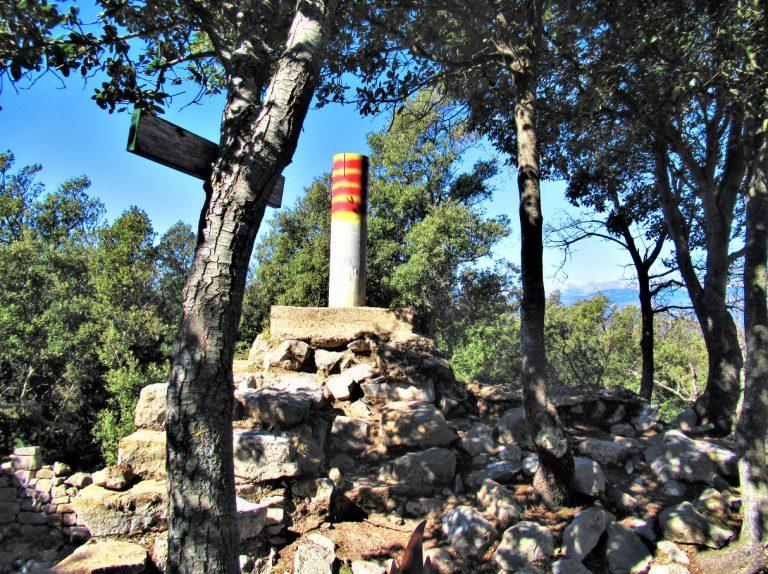 Oix, Bestracà (1057 m.), Camí de les Romegueres, Castell d'Oix