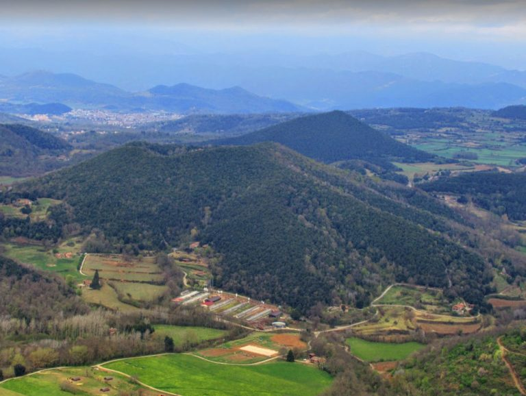 Santa Pau, El Clascar, Collada del Grau, Sant Jordi (971 m.), Font Pobra, Volcà Rocanegra