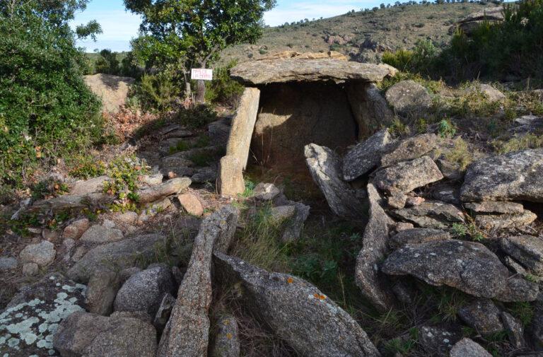 Dòlmens i barraques en la Serra de Rodes