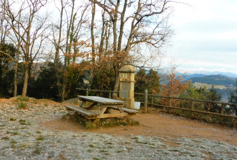 Olot, Pla de Dalt, Volcà Montolivet, Sant Valentí, la Pinya